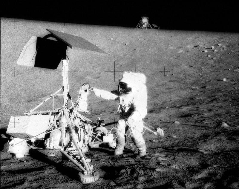 http://www.astronomy-pictures.net/moon-landing.jpg